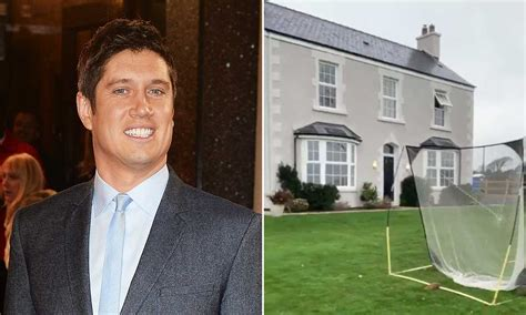 Celebrity Houses: See Inside The Famous Homes & Mansions ...