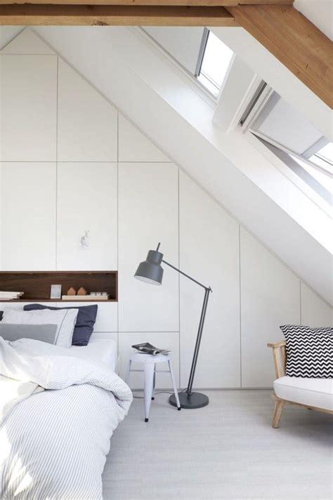 einbauschrank schlafzimmer dachschräge schlafzimmer im dachboden wei 223 er einbauschrank mit regal