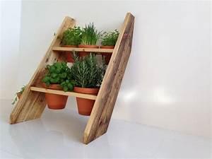Holzplatten Für Balkon : diese kr uterleiter ist ideal f r den balkon oder die kleine terasse durch die anordnung der ~ Frokenaadalensverden.com Haus und Dekorationen