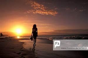 Sonnenuntergang Berechnen : karibik frau am strand bei sonnenuntergang lizenzpflichtiges bild bildagentur f1online 2475515 ~ Themetempest.com Abrechnung