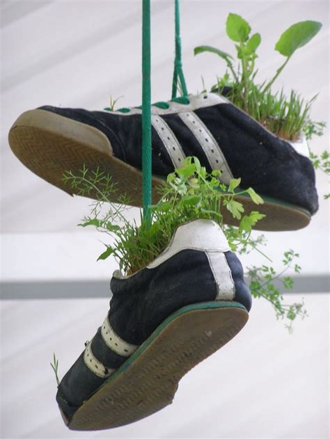 ways  recycle shoes  planters recycled crafts