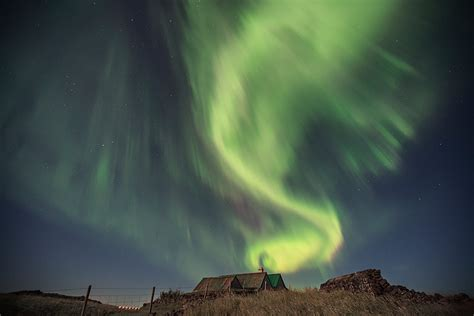 reykjavik northern lights tour by minibus iceland northern lights tour from reykjavik by minibus guide to