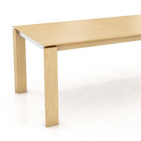 table contemporaine bois massif table moderne en bois massif oxford mobitec 174 4 pieds