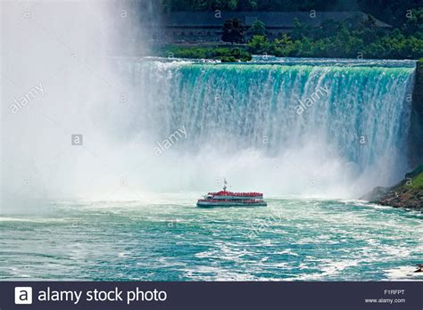 Niagara Falls Boat by Niagara Falls Tour Boat Hornblower At The Foot Of Grand