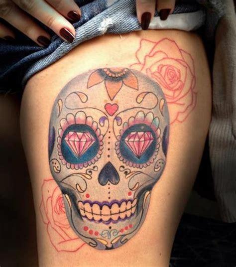 Photo  Tatouage Tête De Mort Mexicaine Sur La Cuisse