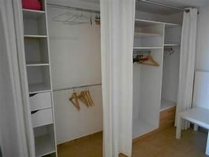 Rideau De Placard : dressing avec rideaux rangement pinterest ~ Teatrodelosmanantiales.com Idées de Décoration