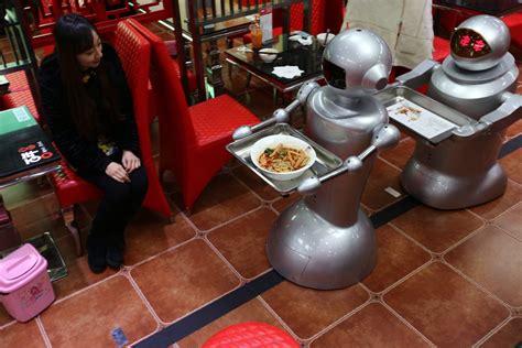 un chinois cuisine les robots cartonnent dans les restaurants chinois