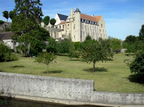 chateau landon tourism holiday guide