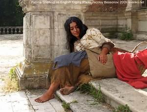 English Gypsy women costume. Barefoot Gypsy girl in a folk ...