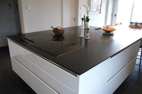 univers de la cuisine cuisine quartz noir