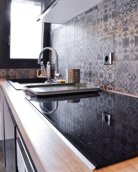 cuisine effet bois projet cuisine avec façades laquées gris brillant plan de