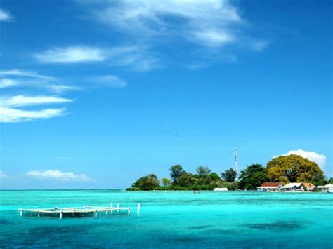 wisata menikmati keindahan bawah laut  pulau pramuka