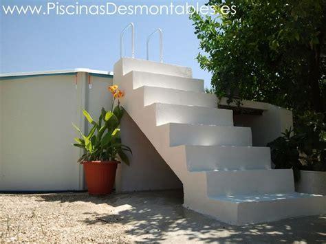 Escalera de cemento blanco para Piscinas Desmontables