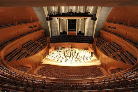 Shapes and Sounds: Designing concert halls with curves