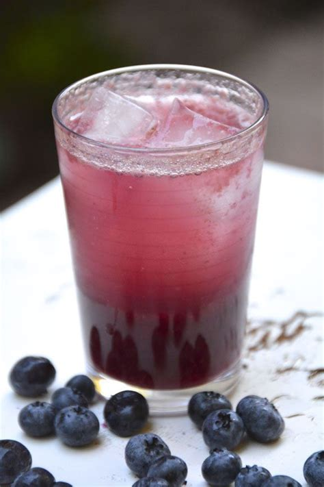 fall drink ideas fall drinks blueberry cinnamon whiskey cocktail recipe cocktail drink recipes pinterest