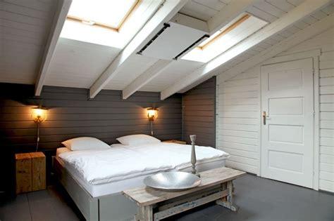 chambre sous toit chambre sous toit sobriété et fantaisie pour une maison