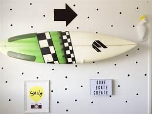 Deco Planche De Surf : d co d 39 une chambre d 39 enfant avec une planche de surf ~ Teatrodelosmanantiales.com Idées de Décoration