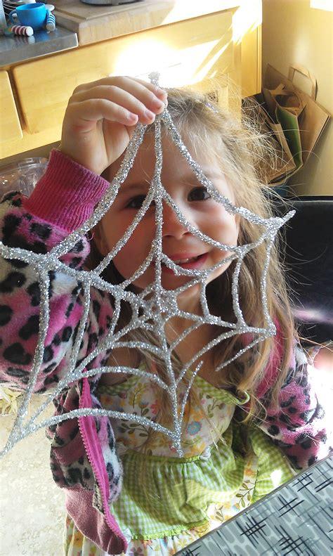 glitter  glue spiderweb kids craft  halloween woo