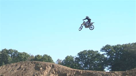 how to jump a motocross bike learn how to jump dirt bike the safe way from gary semics