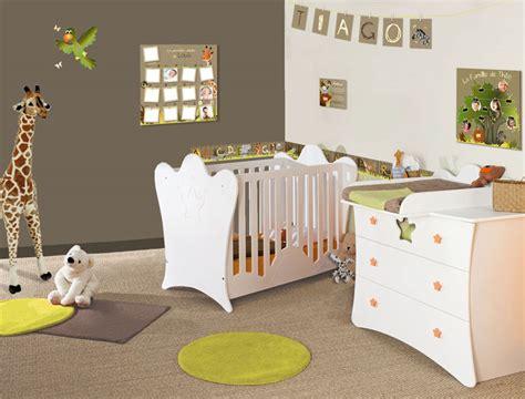 idee deco papier peint chambre adulte aménager la chambre de bébé quelle ambiance