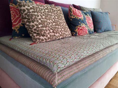 bhv canape les 25 meilleures idées concernant coussins de canapé sur