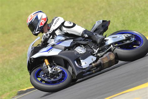 Review Yamaha R1m by Ride Yamaha R1 And R1m Review Visordown