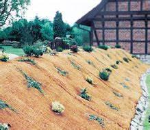 Pflanzen Zur Hangbefestigung : mulchmatten verhindern unkrautwachstum und sch tzen pflanzen vor austrocknung und erosion ~ Frokenaadalensverden.com Haus und Dekorationen