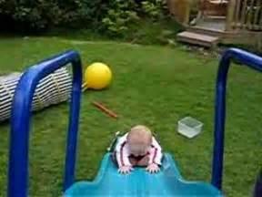Big Baby Slide : small baby backwards on big slide very fast and very ~ A.2002-acura-tl-radio.info Haus und Dekorationen