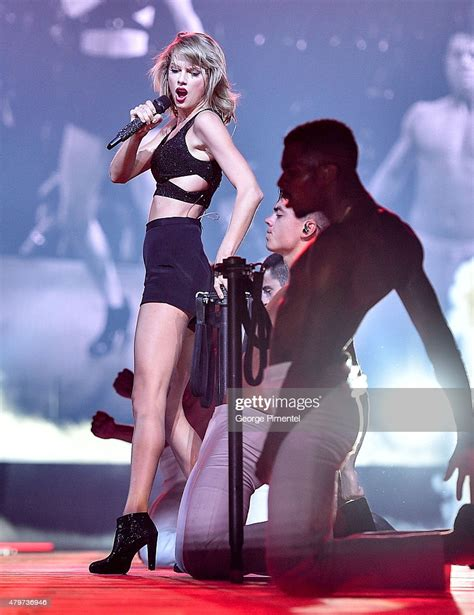Taylor Swift performs for The 1989 World Tour Live at ...