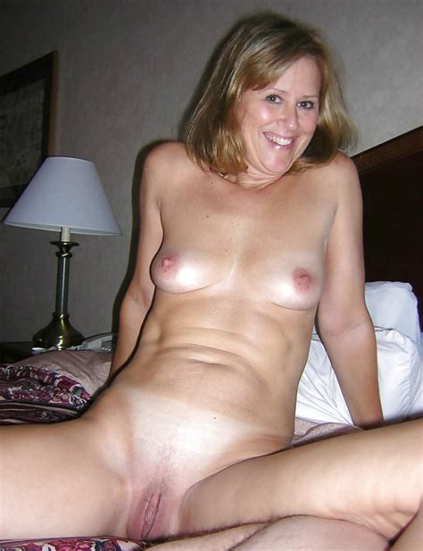 Hot Mature Women And Sexy Women Posing Nude Pics