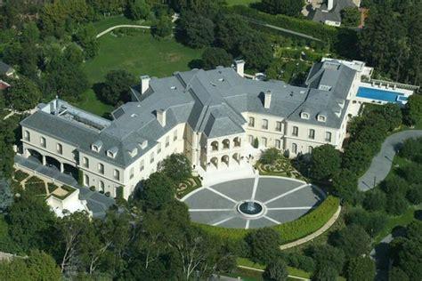 formula  heiress petra ecclestone stunt puts opulent  bedroom la mansion  sale  huge