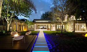 15 dramatic landscape lighting ideas home design lover With outdoor lighting ideas for side of house