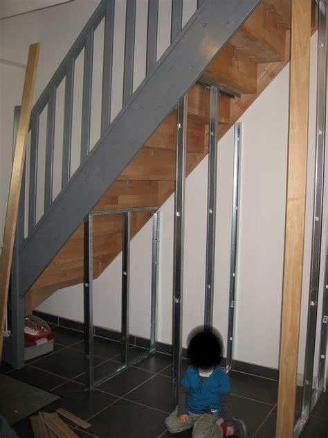 fabriquer un placard sous un escalier