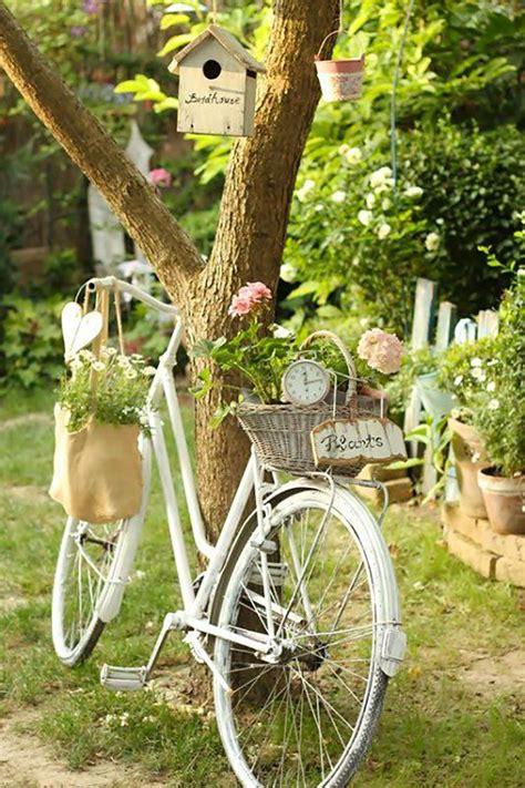 decorare giardino come decorare il giardino riciclando vecchie biciclette