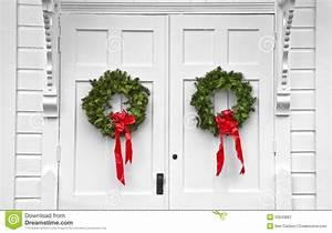 Weihnachtskranz Für Tür : kirchen doppelte t r weihnachtskr nze stockbild bild 33243861 ~ Markanthonyermac.com Haus und Dekorationen
