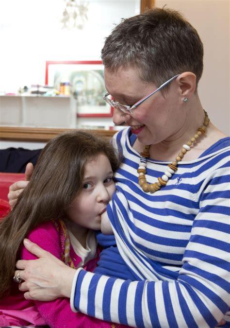Ibu Menyusui Foto Why Is A Mother Breastfeeding Her 6 Year Old Newsworthy