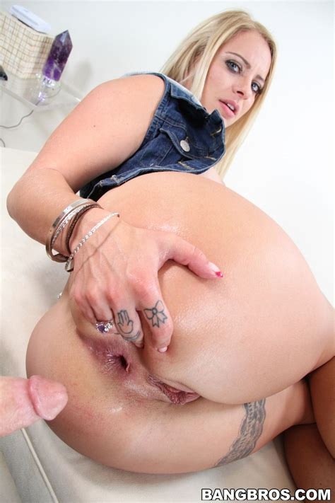 Cameron Canada Blonde Actress With Big Ass Loves Anal