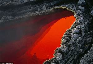 Amazing Photographs Captures Worlds Largest Lava Lake And  U0026 39 Firework Eruptions U0026 39  On Active