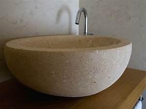 vasque en pierre naturelle pour une salle de bains moderne With salle de bain design avec vasque à poser en pierre naturelle