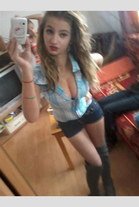 Slutty Teen Takes Selfies - picture 4 / 14   BabeImpact