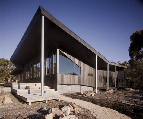 house  courtyard   middle  australian outback modern house designs