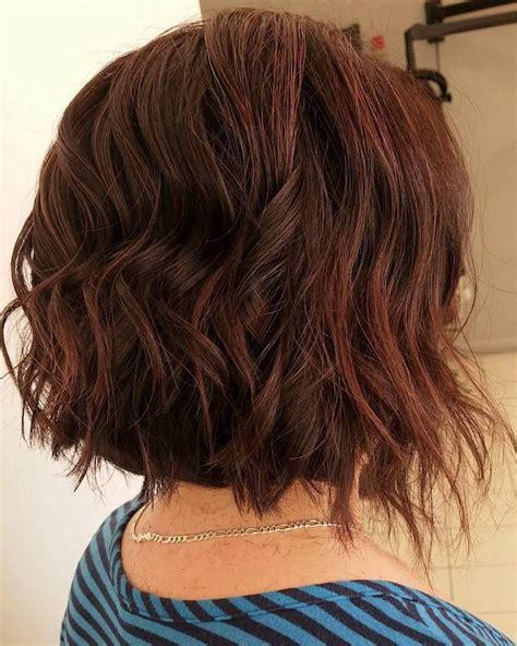 idee coiffure carre plongeant frise mi long cuivre