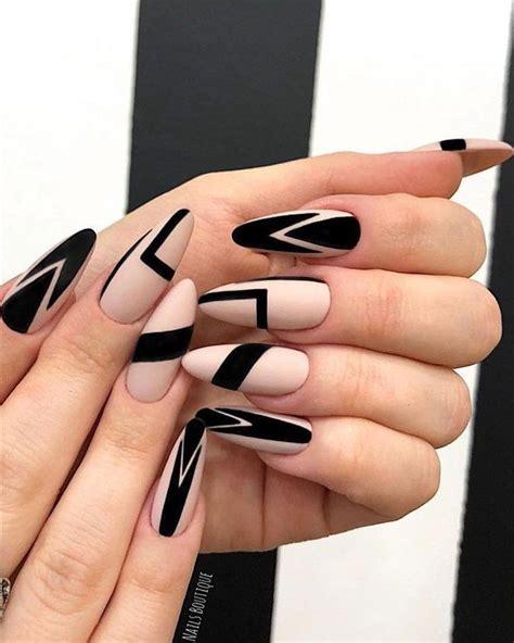 Feminidad y glamour en las uñas con flores. 57+ Mejores Diseños de Uñas que te Inspirarán (2018 - 2019)