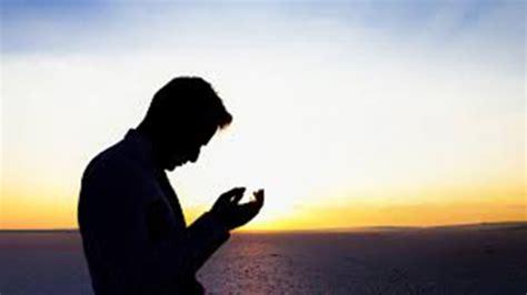 setiap hari malaikat mendoakan    melakukan