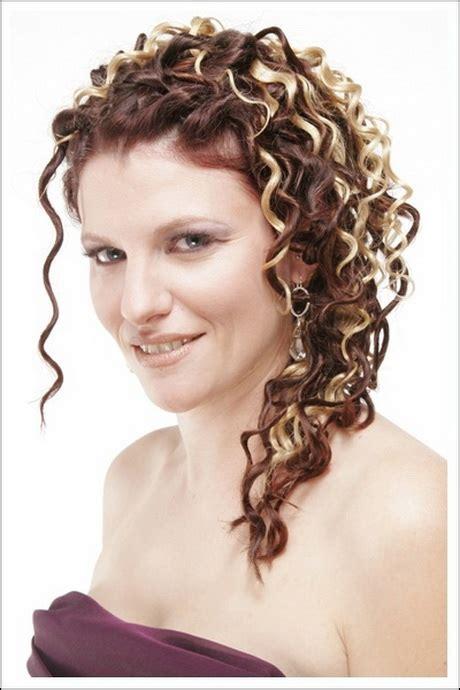 peinados de noche  cabello rizado