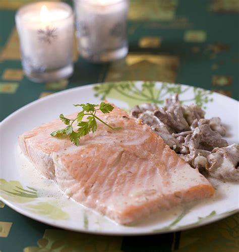 cuisiner girolles pavé de saumon aux girolles les meilleures recettes de