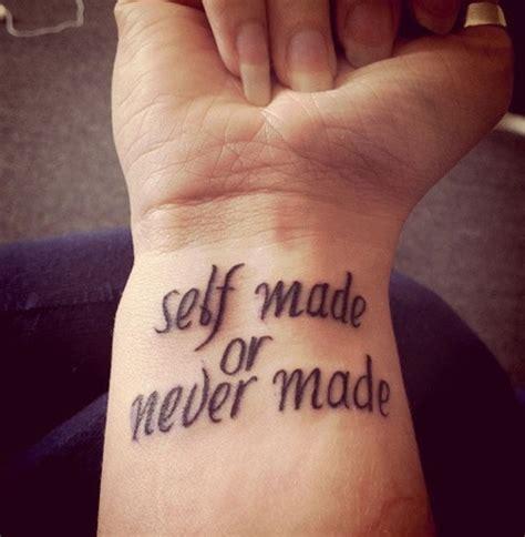 tatouage phrase au poignet tatouage phrase sur