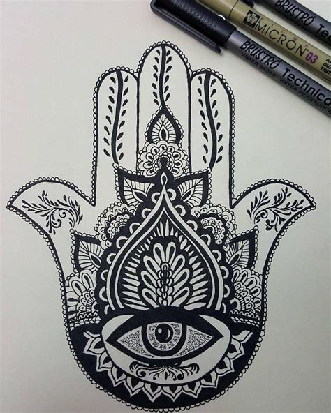 Best 25+ Hamsa Tattoo Design Ideas On Pinterest