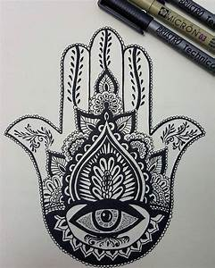 The 25+ best Hamsa tattoo design ideas on Pinterest ...