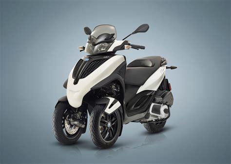 piaggio mp3 300 2018 piaggio mp3 300 yourban sport lt review total motorcycle